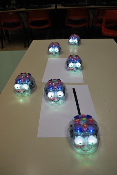 """Laboratori mobili - I robot didattici delle Scuole dell'Infanzia (POAA816017, POAA816028) e Scuole Primarie """"Claudio Puddu"""" e """"Gianni Rodari"""" (POEE81601C, POEE81602D)"""