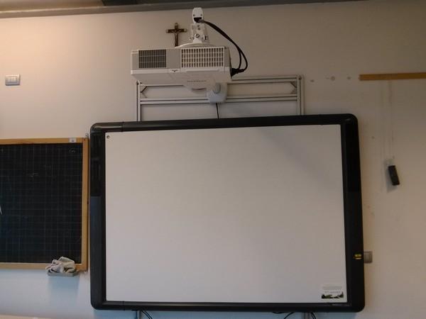 """Spazi multimediali - Collocazione LIM spazi multimediali della Scuola Secondaria di Primo Grado """"Don Bosco"""" (POMM81601B)"""
