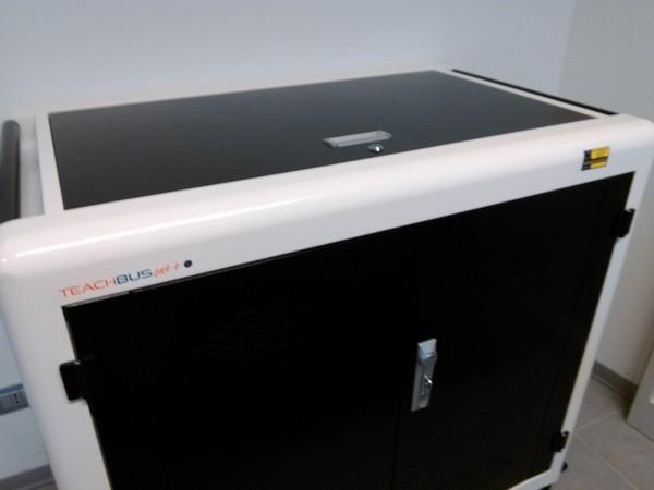 """Laboratori mobili - Collocazione del carrello per la ricarica di tablet e notebook nello spazio multimediale della Scuola Secondaria di Primo Grado """"Don Bosco"""" (POMM81601B)"""