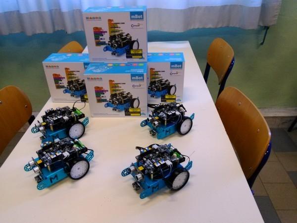 """Laboratori mobili - I robot didattici del laboratorio mobile: Scuola Secondaria di Primo Grado """"Don Bosco"""" (POMM81601B)"""